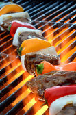 Flame grilled steak and vegetables — 图库照片