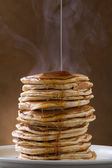A large stack of steaming hot pancakes and syrup — Stock Photo