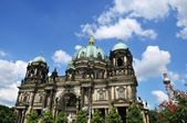 Berliner dom in de zomer — Stockfoto