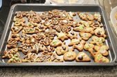 Baking tray full of homemade, decorated cookies for Christmas — Foto de Stock
