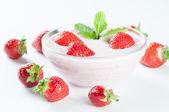 Fresh dessert with red strawberrys — Stock Photo