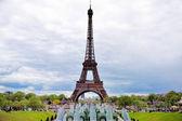 Torre parisiense — Fotografia Stock