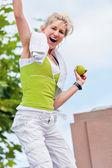 Senior donna soddisfatto delle loro prestazioni — Foto Stock