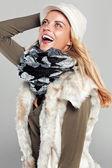 Divirtiéndose en el otoño moda mujer — Foto de Stock