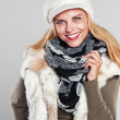 Woman in autumn fashion smiling to the camera — Stock Photo