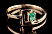 Vintage ring with emerald — Stock Photo
