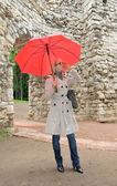 Portret moda młody atrakcyjną panią z parasolem — Zdjęcie stockowe