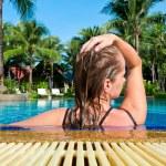 Woman relaxing in swimming pool — Stock Photo