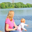 Mother with baby in the park — Foto Stock