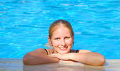 Beautiful woman in outdoor swimming pool — Stock Photo