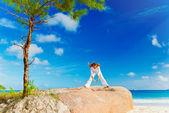 Praticare yoga donna — Foto Stock