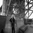 Blondie under Golden Gate Bridge — Stock Photo #24456361