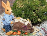 Rabbit figurine in garden — Stock Photo
