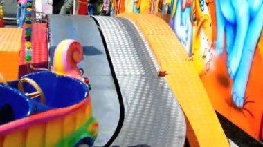 Kids carousel in amusement park — Stock Video