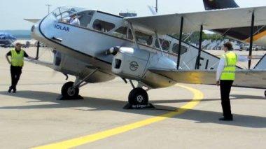 Cologne - june 2013 - Historic biplane De Havilland DH84 Dragon — Stock Video
