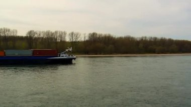 Cologne , Germany - March 24, 2014 : Barge with international containers — Stock Video