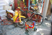 Old motorcycle and bicycle — 图库照片