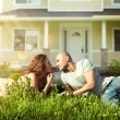 pareja feliz cerca de su finca familiar outdoor.real home.smiling — Foto de Stock