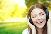 Close up portrait of a girl in headphones with closed eyes and b — Stockfoto