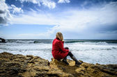 Girl on the beach Nazare Portugal — Foto Stock