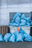 Overfull dumpster — Stock Photo