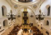 Jewish pray at the Hurva synagogue — Stock Photo