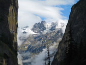 Cliffs and Mountain — Stockfoto