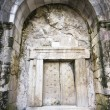 Massive stone door — Stockfoto
