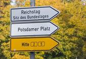 Drogowskaz w berlin, Niemcy — Zdjęcie stockowe