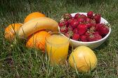 Strawberries, oranges, bananas, apple and a glass of orange juice — Foto de Stock