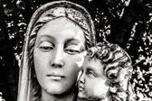 Statue of Mary and Child — Stock Photo