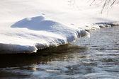 снег над водой — Стоковое фото