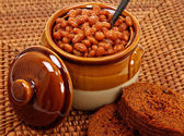 Baked Beans And Brown Bread Setting — Stock Photo