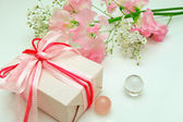 Gift and flower — Foto de Stock