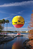 Multicolored balloon moored to landing stage — Stock Photo