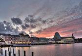 Evening illuminated quay at lake — Stock Photo