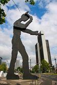 "FRANKFURT, GERMANY - May 18, 2010: Kinetic sculpture ""Hammering — Stock Photo"