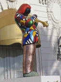 Jazz trumpeter Miles Davis mosaic statue outside of Hotel Negresco by French sculptor Niki de Saint Phalle — Stock Photo