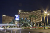 Working round-the-clock modern Vegas hotels and casinos Wynn and Encore at night scene — Stock Photo