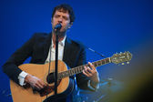 Damian Kulash lead vocals and guitar player of rock band OK Go performs at IBM Lotusphere conference — Stock Photo