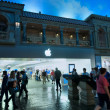 Stock Photo: LAS VEGAS, NEVAD- APRIL 12, 2011: Entrance to Apple Store in u