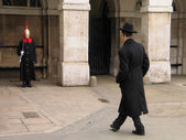 Two young people - member of the Household Cavalry on duty and jewish orthodox visitor have met in London — 图库照片