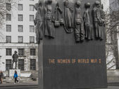 The Monuments to the Women of World War II and field marshal Alan Francis Brooke — Stock Photo