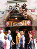PRAGUE, CZECH REPUBLIC - JUNE 15, 2006: Marionette theater entrance decorated by sculptures in Old Town on June 15, 2006, Prague, Czech Republic. Annually Prague is visited by 3,5 million tourists — Foto Stock