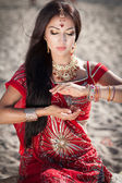 Beautiful indian woman bride in sari dancing bellydance. Arabian bellydancer in bollywood dance — 图库照片