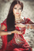 Beautiful indian woman bride in sari dancing bellydance. Arabian bellydancer in bollywood dance — Foto Stock