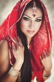 Beautiful indian woman bride in sari dancing bellydance. Arabian bellydancer in bollywood dance — Foto de Stock