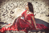 Beautiful indian woman bride in sari dancing bellydance. Arabian bellydancer in bollywood dance — Zdjęcie stockowe