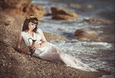 Alluring woman in Greek goddess style — Stockfoto