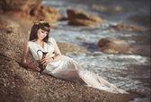 Verleidelijke vrouw in griekse godin stijl — Stockfoto